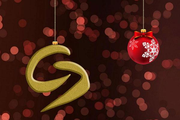 Eine Weihnachtskugel und ein insieme Logo hängt am Christbaum